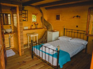 Gastouni Farm Houses-One Bedroom TreeHouse
