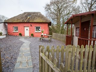 Ty Rownd Cottage, Aberaeron with Hot Tub