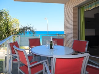 Apartment at 20m beach with swimming pool & parking