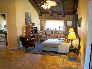 Gorgeous Renovated 3 bed 2 bath condo, less than a 6 minute walk to the beach...