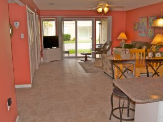 Beachey 2 bedroom/2 bath condo minutes to the beach