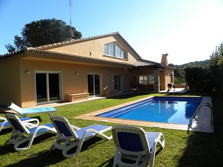 Villa Carmen within walking distance of the center of Begur, supermarket etc