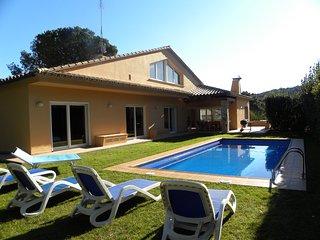Villa Carmen within walking distance of the center of Begur, supermarket etc