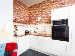 Modern kitchen, integrated oven, fridge freezer, microwave & washing machine