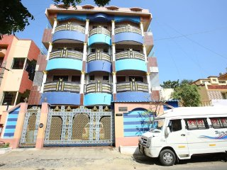 Thirumalaiyan Service Apartment 3