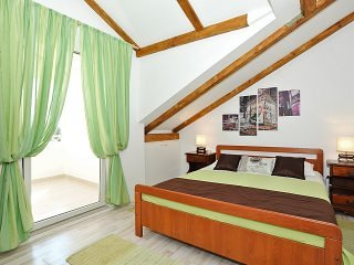 Josipa Zadar - Two bedroom apt with balcony - 4p