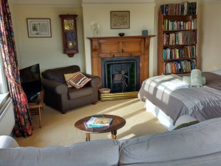 Spacious Morning Room Suite in Cheshire Farmhouse – Queen-size bed sleeps 2