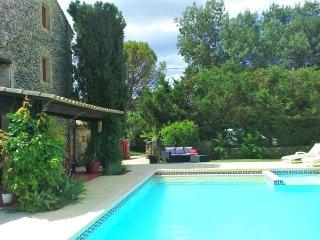 Mas avec piscine privée dans le Gard à LUSSAN