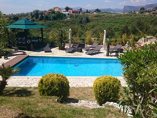 Beau Mas Provencal piscine terrain de tennis