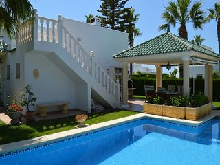 Villa Cristal.Detached property with WIFI, airco, lovely garden and private pool