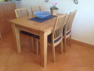 Dining table for 4 or 6 persons