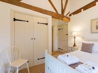 The Byres, Elmley Castle, Cotswolds, Dog Friendly with Parking