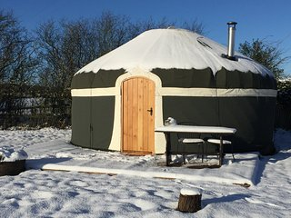 Peake's Retreats Luxury Yurts with Hot tub