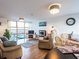 Modern Marina Apartment with superb views and parking, great location