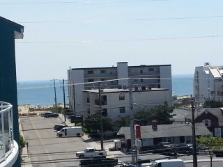 Beautiful Bayside Condo with Ocean and Bay Views Roof Top Pool, Workout Room Wif