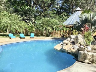 PET LOVERS DELIGHT! PARADISE HOME with POOL near BEACH