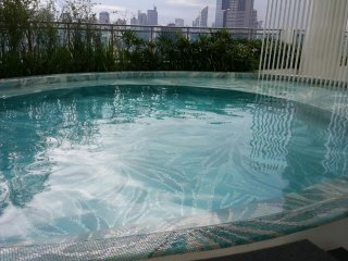 Brand new 1Br Suite near Makati Rockwell, pool, fast free wifi