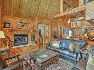 Pinetop Home on Golf Course - Near Ski Resorts!