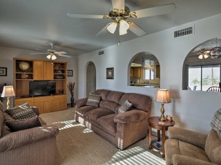 NEW! Comfortable 3BR House 10 Mins to Lake Havasu!
