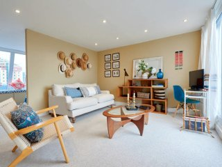 Designer 1-bed in Fulham 3mins from tube