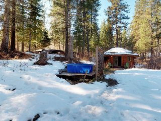 Cozy cabin w/ private geothermal hot tub, shared pool, nearby skiing, & golf