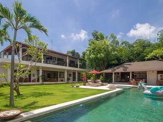 Luxury 3Bdr Villa with Pool, staff & paddy views.