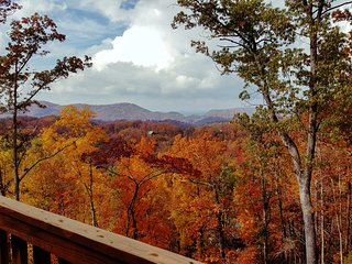 NEW! Romantic 1BR Gatlinburg Area Cabin w/ Views!