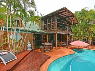 Bali on the beach-absolute beach front,direct lawn access