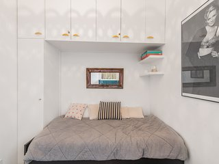 Wonderful studio in the heart of Paris chic - W244
