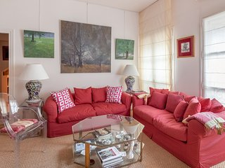 Charm in the historical district of Paris (5th) - W260