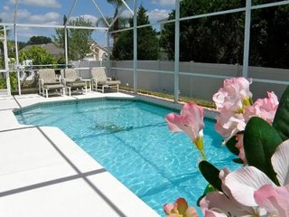 209SR. Beautiful 4 Bedroom Villa With South Facing Pool in Davenport FL