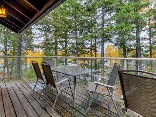 Lakeview home w/access to private beach, close to skiing, hiking, and more