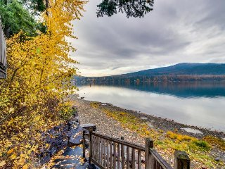 Lakefront mountain condo near ski resort w/nearby beach! Dogs OK!
