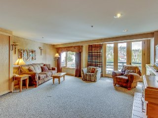Ski-in/ski-out condo w/ shared hot tub & heated pool, at the base of Lone Peak