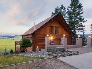 Secluded cabin w/ gorgeous views of Glacier National Park!