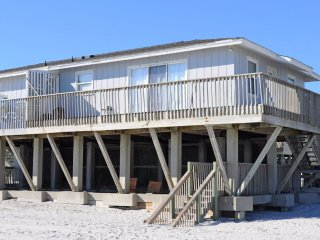 OCEANFRONT!!  2BR / 1BA - Sleeps 6 - Sunrise Cottage By The Sea