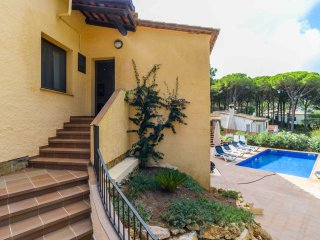 Lovely villa within a short walk of Begur with Wifi and private pool