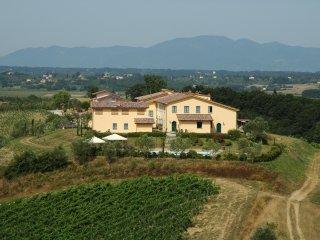 Agriturismo MUSIGNANO - intera struttura con 4 camere e 6 appartamenti, piscina