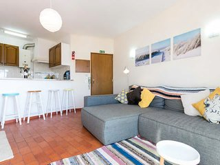 Casa Indie - Burgau 2 bed with sunny balcony & views 1 min 2 beach! sleeps 4/6
