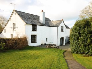 WESTROOSE FARM HOUSE, large enclosed garden, open fire, two sitting rooms, WiFi,