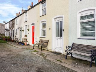 FISHERMANS COTTAGE, centre of Conwy, pet-friendly, WiFi, Ref 26523