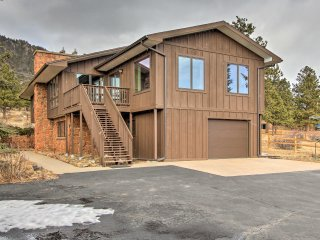 NEW! Rustic 5BR Estes Park Home -Deck & Mtn Views!