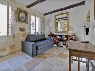 Uzes Centre - Town House with Loggia & Views of Historic Uzes