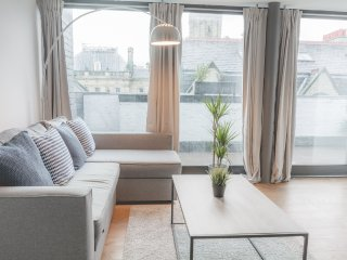 L1 Apt. w/ Huge Private Roof Terrace & Cool Decor!