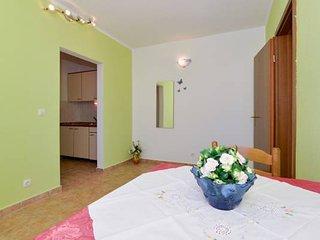 Intimate one bedroom apartment in Tribunj