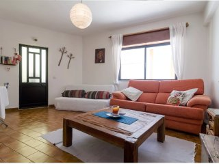 Casa Lisa - One bed fisherman's cottage Burgau, 1 min 2 beach! sleeps 2/4 + baby