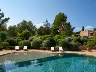 Charming 6 bedroom renovated Blakstad Finca set in a beautiful garden and pool