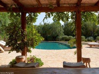 Signature Blakstad Finca 6 bedroom pool mature garden Excellent location