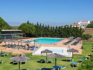 Marina Park spacious one bedroom close to Marina. Large pool & restaurant