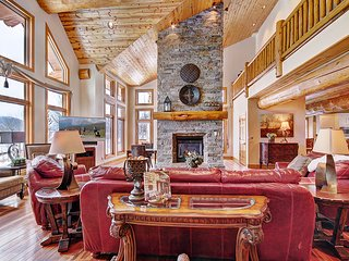 Stunning Luxury Home in Silverthorne Close to Multiple Ski Resorts! DISCOUNTS!!